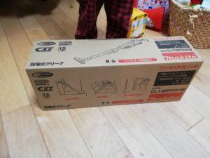 マキタ コードレス掃除機 CL108FDSHWの箱